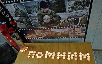 В Донецке зажгли поминальные свечи в память погибших журналистов (5)